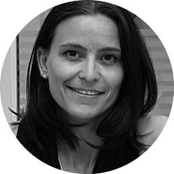 Porträt Monique Jahn. Inhaberin pro kopf style GmbH. Kreis, s/w.