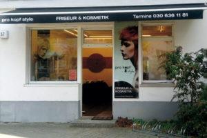 FRISEUR & KOSMETIK pro kopf style. Salon: Winckelmannstraße 57, 12487 Berlin. Aussenansicht.