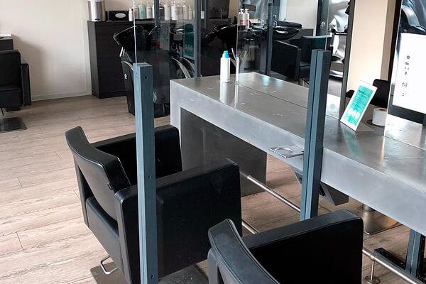Friseursalon pro kopf style Alt-Marzahn: Bedienplätze mit Schutztrennwand