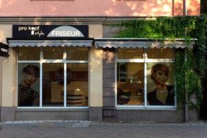 FRISEUR pro kopf style. Salon: Sterndamm 45, 12487 Berlin. Aussenansicht.