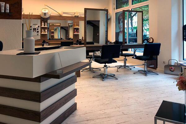 FRISEUR pro kopf style. Salon: Sterndamm 45, 12487 Berlin. Innen: Empfangsbereich und Bedienplätze. Copyright: Monique Jahn