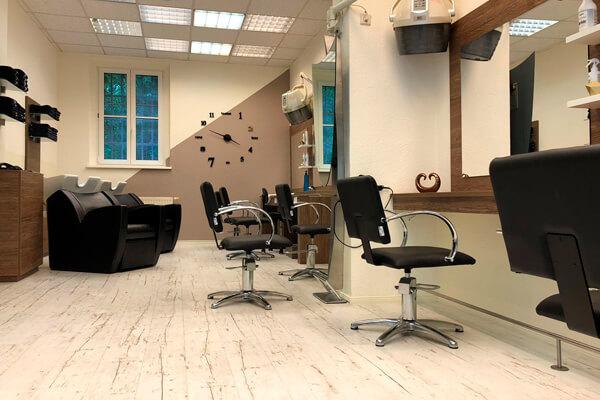 FRISEUR pro kopf style. Salon: Sterndamm 45, 12487 Berlin. Innen: Bedien- und Waschplätze. Copyright: Monique Jahn