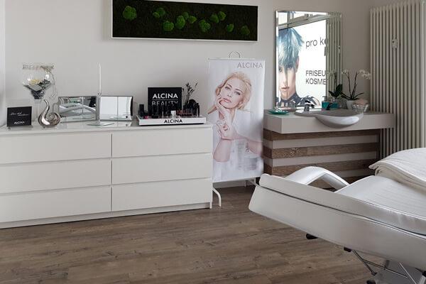 FRISEUR & KOSMETIK pro kopf style. Salon: Sterndamm 7, 12487 Berlin. Innenansicht Kosmetik. Birgit Biere